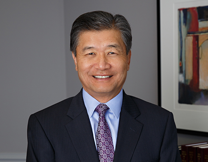Robert J. Kim business transactions, liquor licensing and title insurance defense lawyer